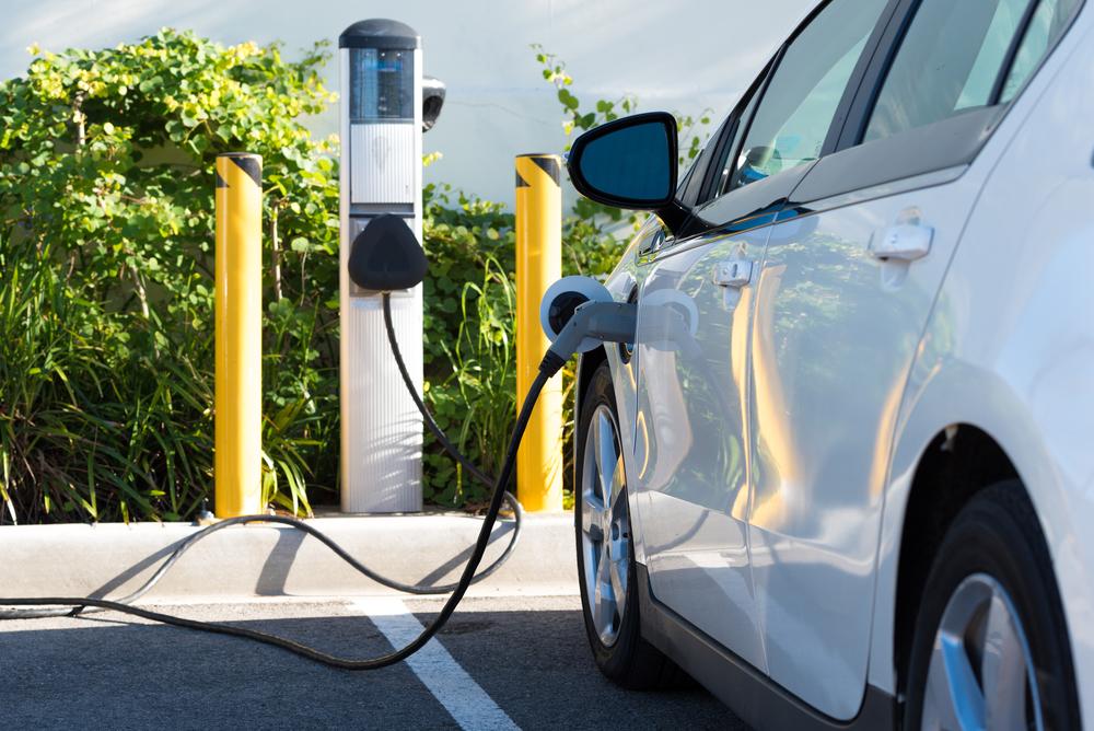 Auto elettriche: l'Iva sulle colonnine